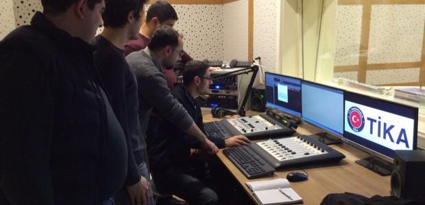 جمهورية آزربيجان.   تم انشاء محطّة الإذاعة راديو الخدمة